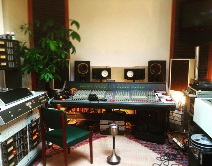 the lullabye factory blog headroom